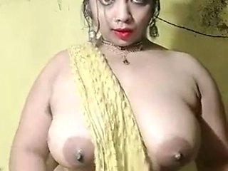 Desi babe transparend dance